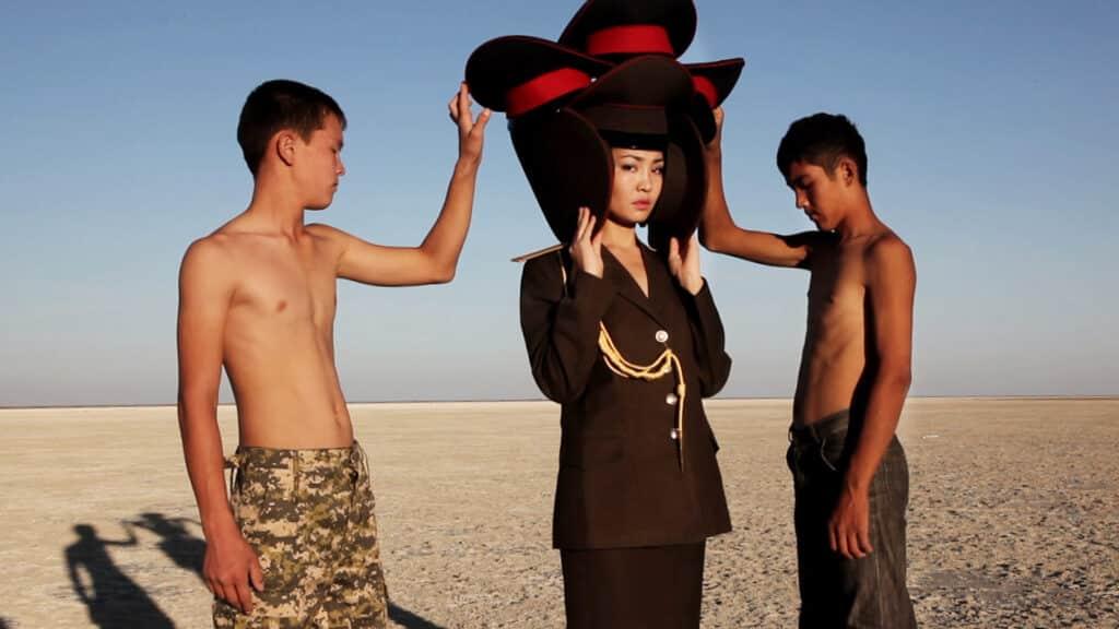Almagul Menlibayeva, Transoxiana Dreams, 2011, HD Video, schwarz-weiss und Farbe, 23 Min., Videostill, courtesy American-Eurasian Art Advisors LLC